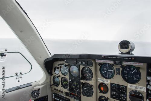 Fotografie, Obraz  vue du cockpit d'un Beech 33 Bonanza en vol en France