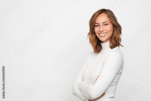 Fotografía  portrait of young happy woman