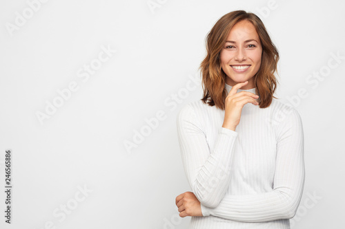 Fotografía  portrait of young happy woman