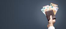 Verschiedene Euro Scheine Ragen Aus Einem Portemonnaie