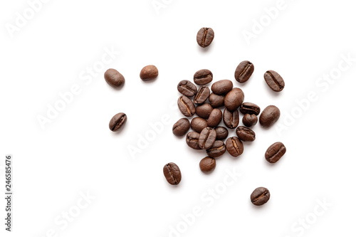 Billede på lærred Coffee beans isolated on white background. Close-up.