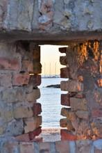 Vue Mer à Travers Meurtrière Fort D'Antibes