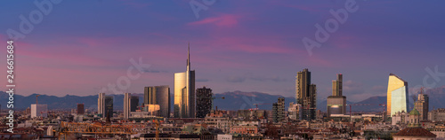 Photo sur Aluminium Milan Aerial view of Milan skyline at sunset with alps mountains in the background.
