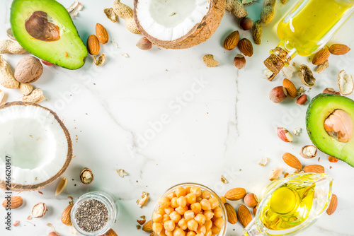 Fotografía  Healthy vegan fat food sources, omega3, omega6 ingredients - almond, pecan, haze
