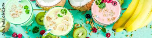 Carta da parati Summer refreshing drinks - protein shakes, milkshakes or smoothies, with fresh b
