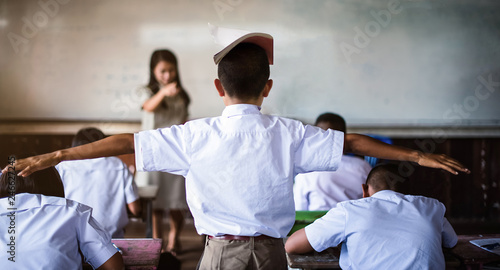 Fotografia Teacher punish the offending students-extend the arms - Image