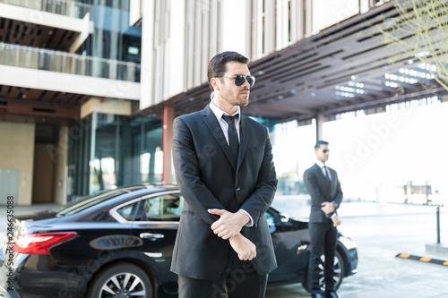 Foto Responsible Bodyguards Doing Their Duties