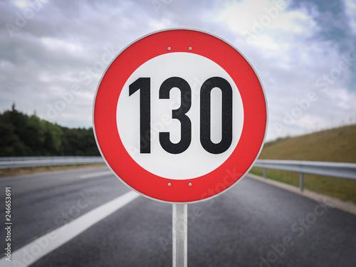 Fotografía Tempolimit 130 Geschwindigkeitsbegrenzung hundertdreißg km/h 3d illustration