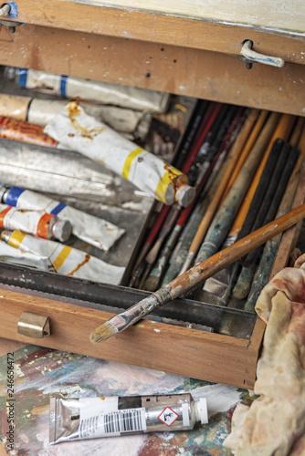 Fotografía  pennelli e colori del pittore