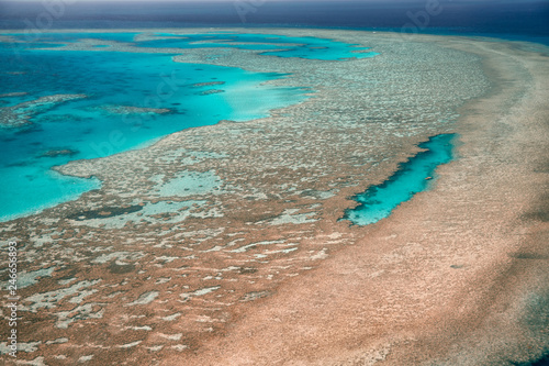 Foto op Plexiglas Oceanië Queensland coral reef as seen from the airplane, aerial view on a sunny day