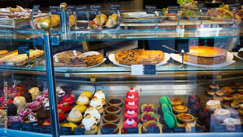 Canvastavla Confectionery shop window - cakes, pastries, desserts