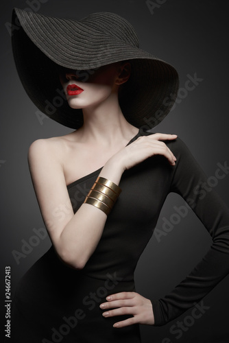 Spoed Foto op Canvas womenART portrait of young lady with black hat and evening dress