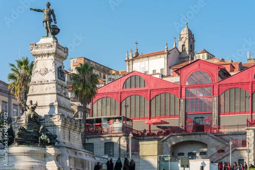 In de dag Historisch mon. Mercado Ferreira Borges is a historic building in the city of Oporto. Built in 1885 to replace the already old Ribeira Market