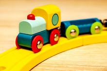 Kinderspielzeug Holzeisenbahn