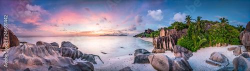 Obraz Sonnenuntergang am Strand Anse Source d'Argent, Seychellen - fototapety do salonu