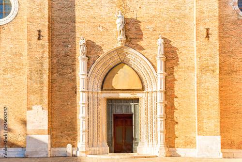 Fotobehang Historisch geb. Basilica Santa Maria Gloriosa dei Frari in Venice