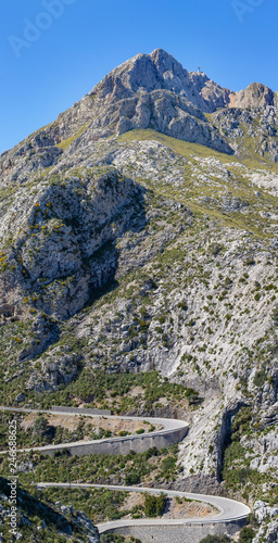 winding mountain serpentine Coll dels Reis,