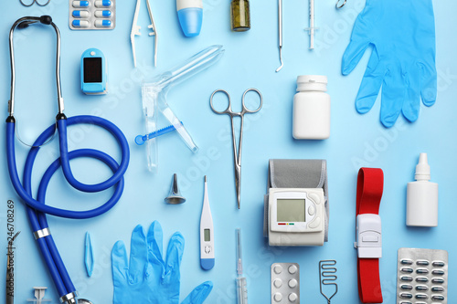 Photo  Flat lay composition with medical objects on color background