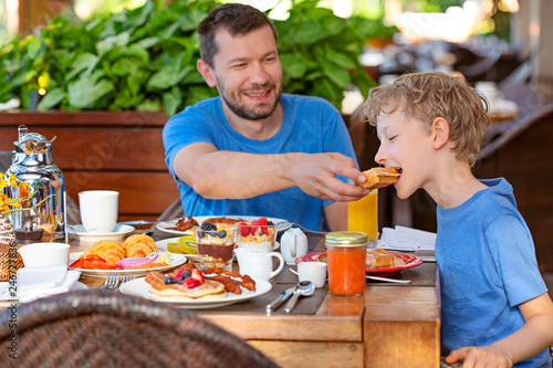 Fotografie, Obraz  family having breakfast