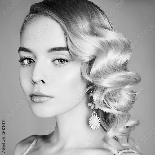 Foto op Canvas womenART Fashion studio portrait of beautiful blonde woman with classic makeup