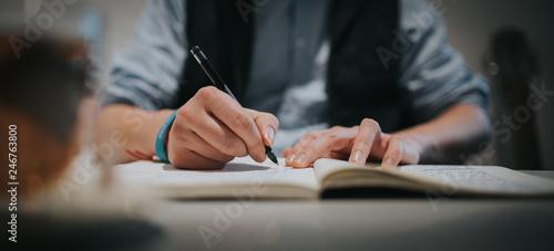 Schriftsteller, Mann schreibt Text auf Papier in ein Buch Canvas Print