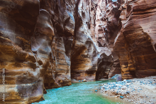 River canyon of Wadi Mujib in amazing golden light colors Tableau sur Toile