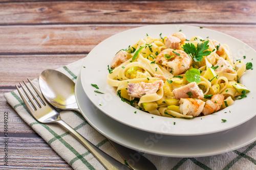 Fresh italian pasta dish Fototapeta
