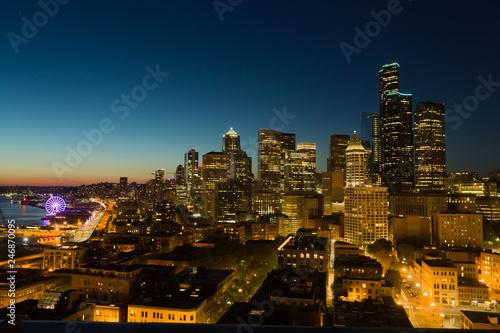 Fotografia  Downtown Seattle Cityscape At Night