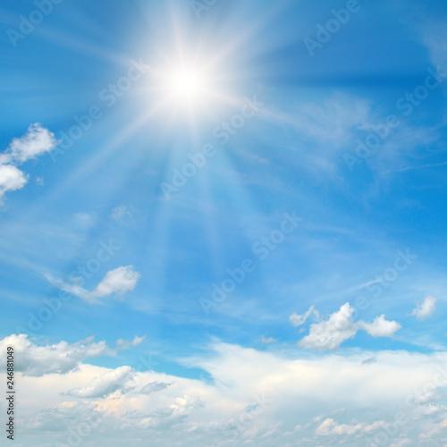 Carta da parati In the blue sky bright sun and light clouds.
