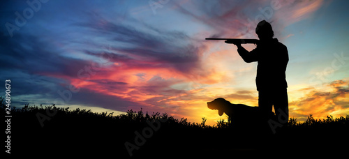 Foto op Plexiglas Jacht hunter with dog at sunset