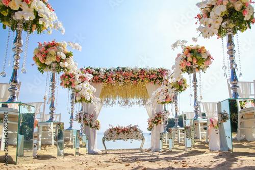 Fotografía  Wedding set up on beach. Tropical outdoor wedding party on beach