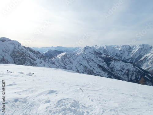 Photo  beautiful winter lanscape skitouring in the alps