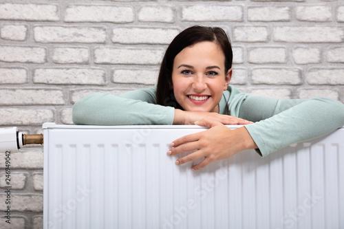 Fotografía  Woman Leaning On Heating Radiator