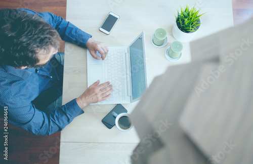 Fotografia Shot from above of a business man working on a laptop.