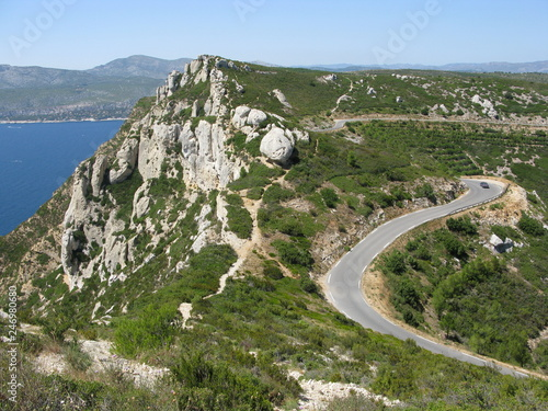 Photo Falaise et route vers Cassis au-dessus de la mer
