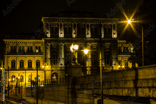 Photographie  Historic house in Budapest at night. Hungary