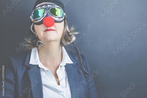 Valokuva Frau trägt eine rote Clownsnase