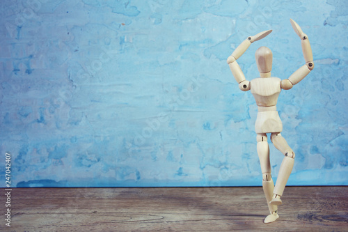 Fotografie, Obraz  Wooden model showing dramatical pose in front of blue art background