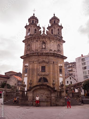 Poster Havana La iglesia de la Virgen Peregrina es un edificio religioso en la ciudad de Pontevedra, en Galicia. capilla de planta en forma de vieira que está situada al pie del Camino de Santiago Portugués.