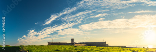 Poster de jardin Con. Antique Saint Julian Fortress lighthouse behind grassland, Oeiras, Lisbon