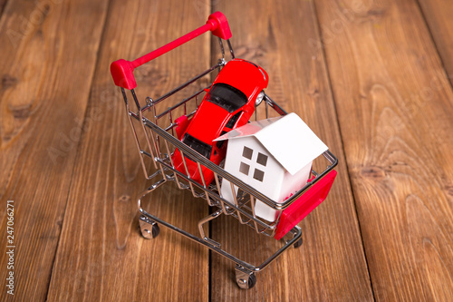 Fotografia  concept of buying a home and car, grocery cart