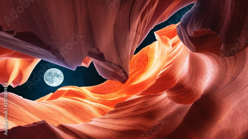 Montage in der Fensternische Kastanienbraun Art antelope slot canyon in the night with the moon, Arizona USA