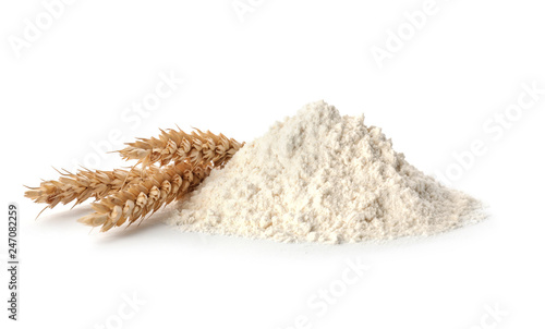 Poster Graine, aromate Fresh flour and ears of wheat isolated on white