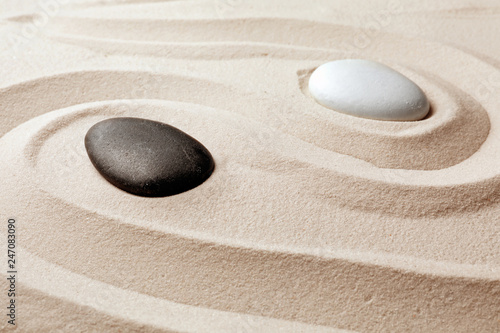 Foto auf Leinwand Zen-Steine in den Sand Zen garden stones on sand with pattern. Meditation and harmony