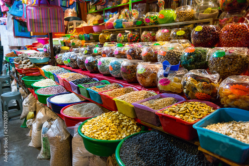 Obraz na plátně  Snacks and beans on traditional market in Mexico