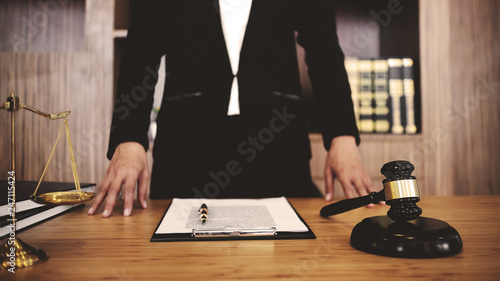 Fotografia Real Estate concep,  judge gavel /  lawyer consultant in auction.