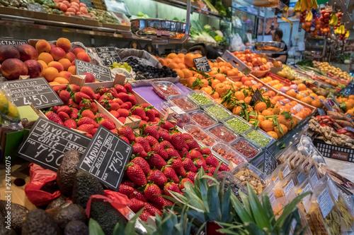 Valokuva  Fruit and Vegetable open market- Barcelona Spain