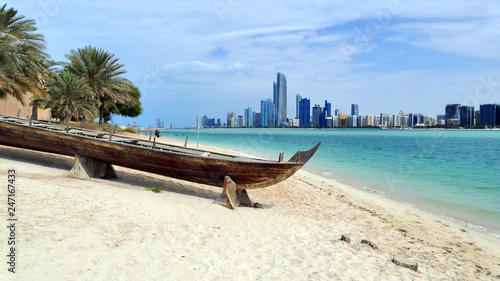 Fényképezés  Beach in Abu Dhabi with panoramic view of the city