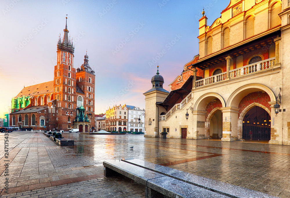 Fototapety, obrazy: Old city center view with Adam Mickiewicz monument and St. Mary's Basilica in Krakow on the morning