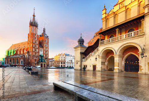 Photo sur Toile Cracovie Old city center view with Adam Mickiewicz monument and St. Mary's Basilica in Krakow on the morning